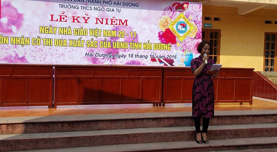 Cô giáo Vũ Thị Thanh Hương khai mạc hội thi cắm hoa chào mừng ngày 20/11